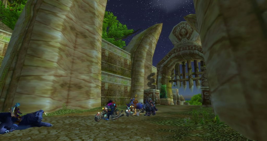 A Gurubashi troll talks to Da Doctas Tour as they rest at the entrance to Zul'Gurub in Northern Stranglethorn